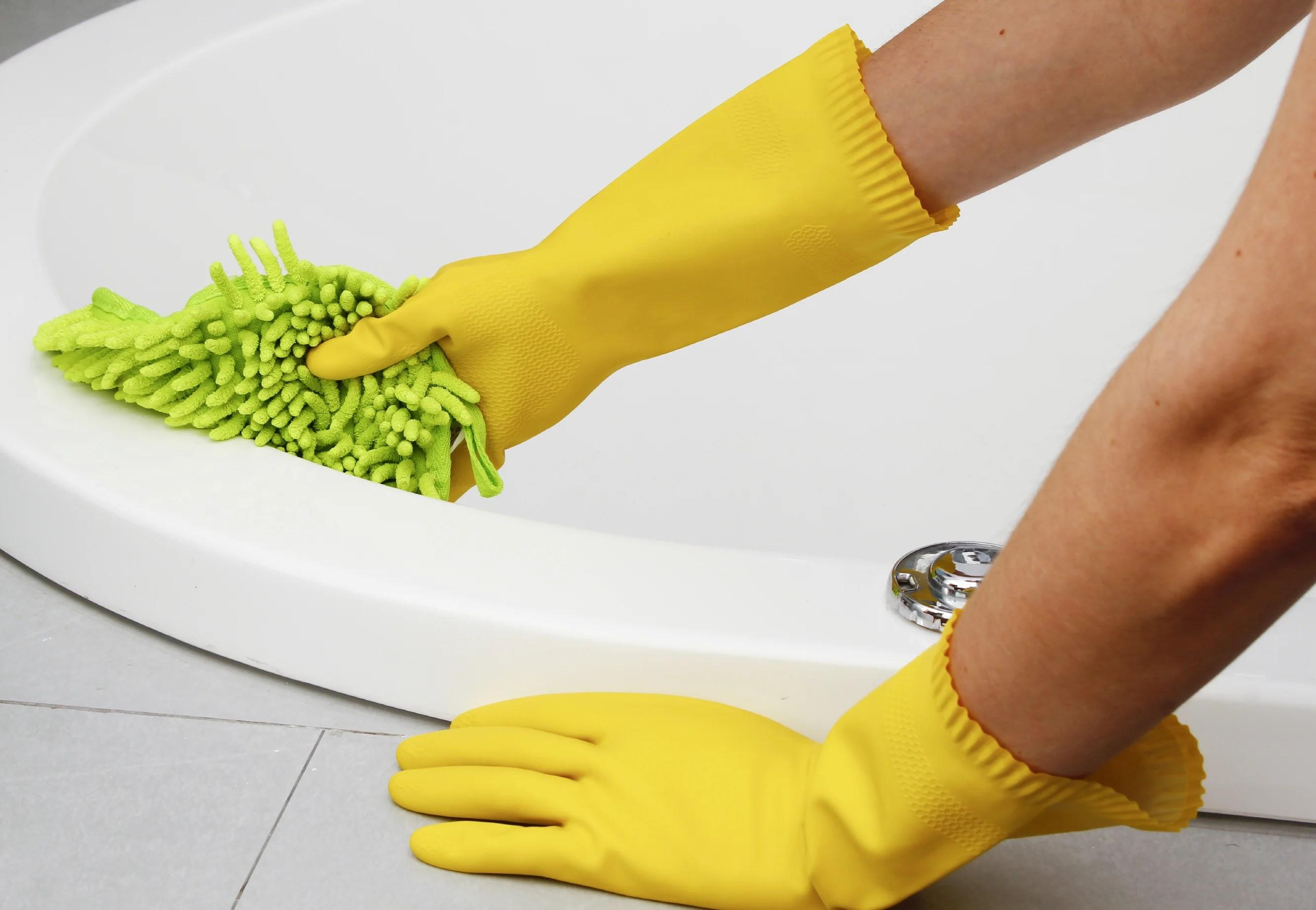 Remodelaholic How To Clean A Bathroom Using Clorox Bleach - To clean the bathroom
