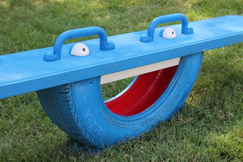 Wondering what to do with your empty backyard? Try these 8 DIY outdoor play equipment ideas to turn your backyard into a fun playground for your kids! 7 DIY Outdoor Play Equipment Ideas for Your Backyard via @tipsaholic #outdoor #play #backyard #playequipment