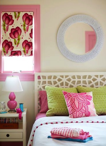 Who said trim has to be white? Painted trim in a bold color can be a great way to achieve an unique look. Check out these 25 rooms with colored trim! 25 Beautiful Examples of Colored Trim via @tipsaholic #colorful #trim #baseboards #home
