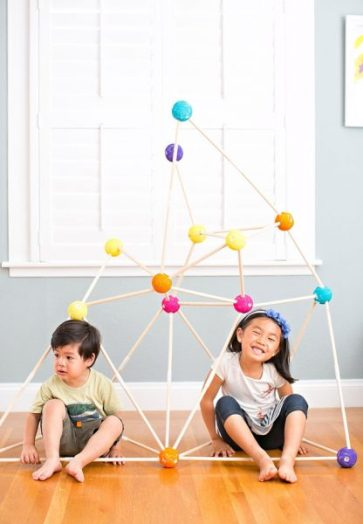 Summertime is perfect for fort building. Elaborate or simple, kids love a great secret hideaway. Here are 25 DIY forts for inspiration. 25 DIY Forts to Build With Your Kids This Summer - tipsaholic.com, #fort, #DIY, #treehouse, #playhouse