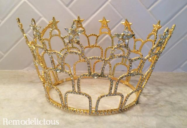 Now how in the heck can you make a big round metal crown into a wall- mounted bed canopy? Easy right? & DIY Princess Crown Bed Canopy From Upcycled Pageant Crown ...