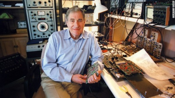 130912225037 ray dolby at board horizontal gallery Fallece Ray Dolby, creador del sonido moderno en el cine