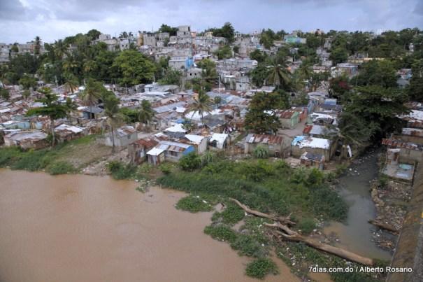 la barquita 003 En 2015 RD no habrá recuperado porcentaje de pobreza 2003