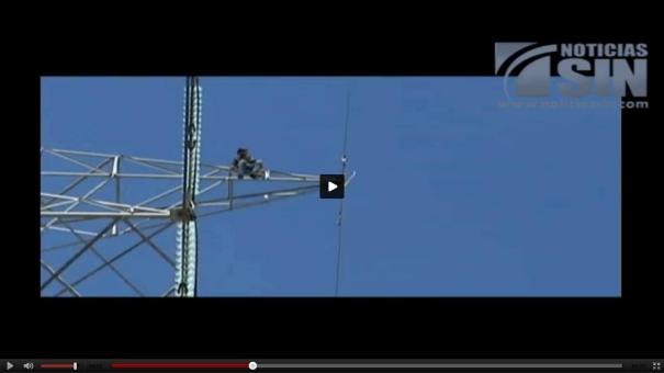 13 Video  Tipo se lanza de torre de 70 metros [Intento suicida]