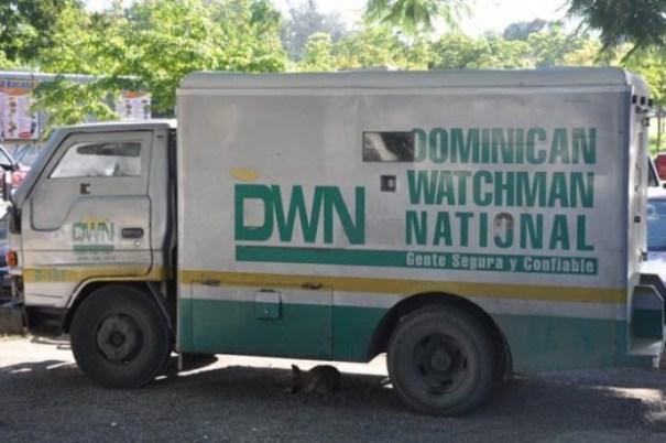 4e80853e281f7987f02d162d3c41c46f 620x412 Asaltan camión blindado y se llevan RD$2 millones [RD]