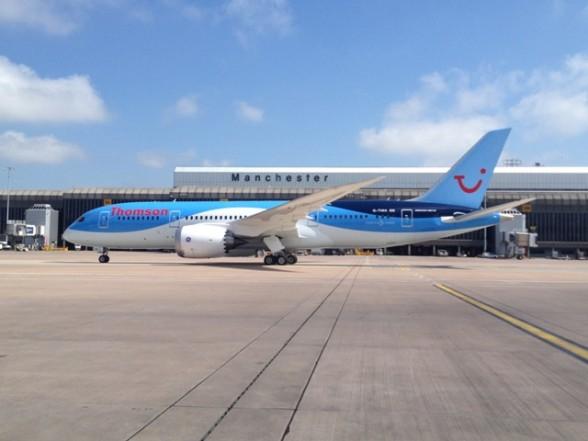 """""""Viviendo-el-sueño""""-reza-en-inglés-el-787-de-aerolínea-Thomson.-588x441"""