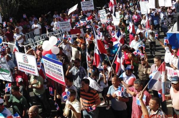 """1000 Acusan a Gobierno de comenzar la """"fusión"""" con Haití [RD]"""