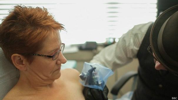 131218155253_nipple_tattoo_624x351_bbc