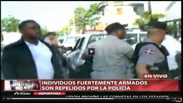 26 Video Se arma feo tiroteo con policías en un edificio [RD]