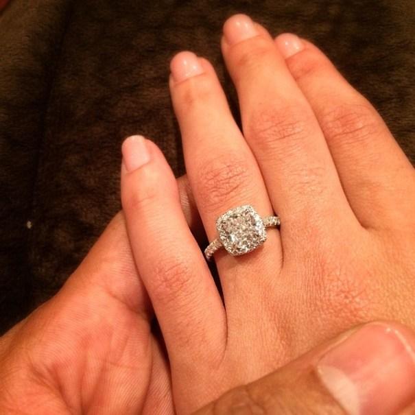 roca La jeva de Super Sanchez y su tremendo anillo de compromiso