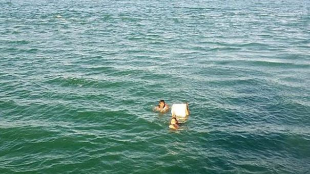 naufragos-salvan-Brasil-agarrados-cerveza_EDIIMA20140115_0614_4
