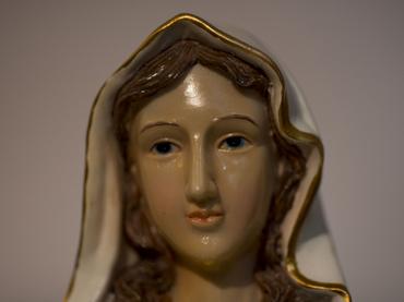 1012758 Estatua de María llora aceite en Israel