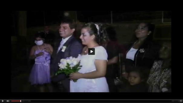 210 Video Abejas se meten a iglesia y desbaratan una boda [Perú]