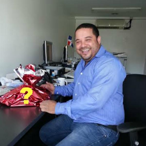 clic Miren el regalo curioso de San Valentin que recibio este dominicano