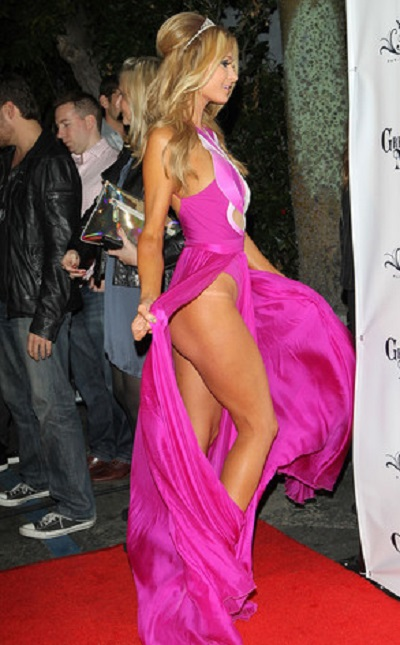 rs_293x473-140218052954-634-Paris-Hilton-JR-21814_copy