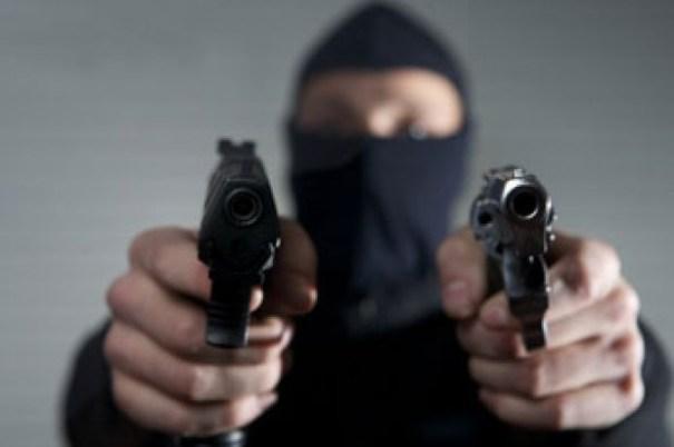 8fcd9a80f3dd564a1bbbfeb3724e0286 620x412 Matan atracador en tiroteo, pero hieren a niño y a policía [RD]