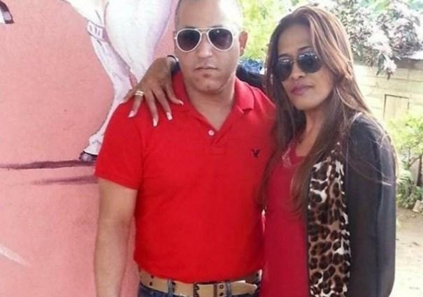Rojas falleció en el hospital Woodhull Medical Center poco después de haber sido trasladado de emergencia. En la foto se le ve junto a su esposa María López.