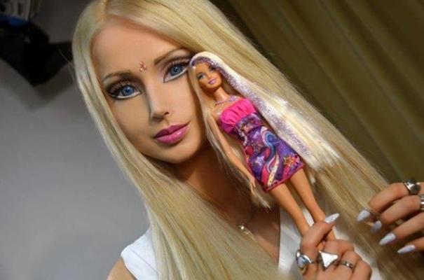 barbie3n 6 web La Barbie Humana se esfuerza por convertirse en respiracionista
