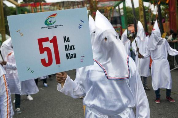 ku Medio británico se hace eco sobre comparsa Ku Klux Klan en carnaval
