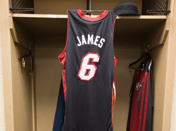 1012885 10152248084148463 8910321175032823310 n La camiseta de LeBron James vuelve a ser la más vendida de la NBA