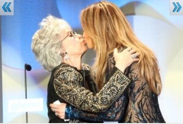 24 J Lo chulea a doñita en premiación [Fotos]