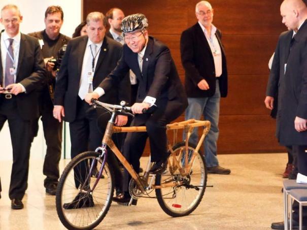 4974 800x600 crop 5340a0b590f0d Ban Ki moon da su vueltica en bici en el Día Internacional del Deporte