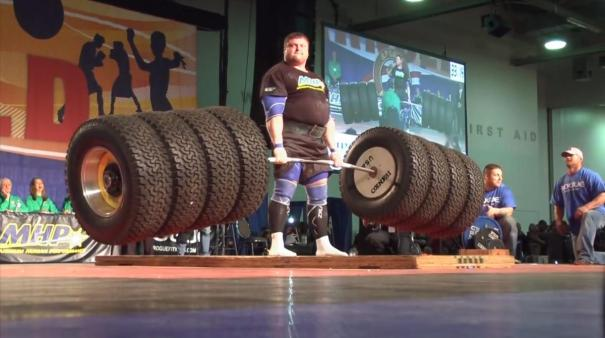 lift1n 3 web Lituano establece récord mundial al alzar un peso de 1,155 libras