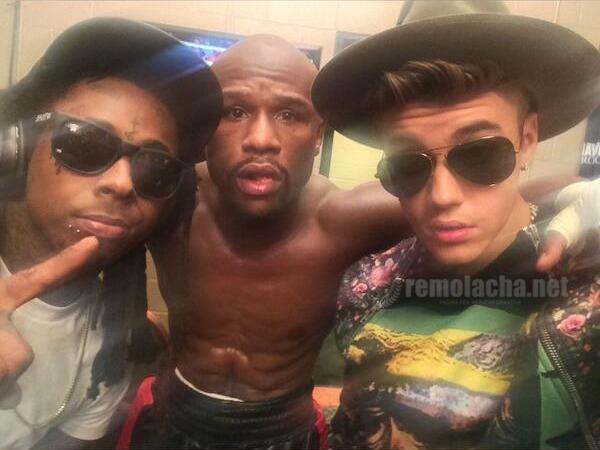 Mayweather posa con rapero Lil Wayne y con Justin 'Viveres'