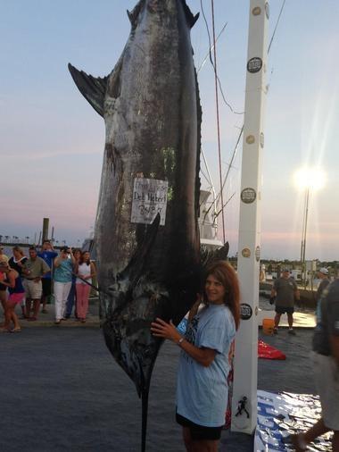 image70 Jeva de Alabama gana batalla de tres horas contra Marlin Azul de 843 libras