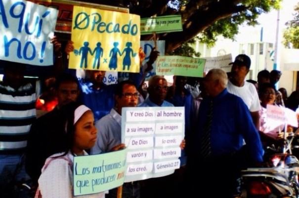 20140722 143201 52321053 Evangélicos protestan contra embajador gringo