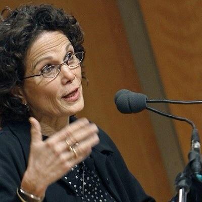 20140728 124418 45858702 Obama honra a escritora dominicana Julia Álvarez