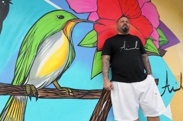 41 Artista criollo pinta mural bacano en el 'Pequeño Santo Domingo' [Miami]