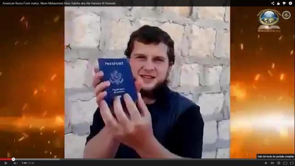 42 Video de tipo que rompió, mordió y quemó su pasaporte de EE.UU. [Suicida]