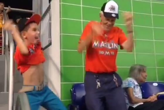 image19 Reaparece el eufórico chamaquito bailador [video]