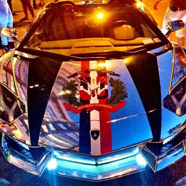 Otra foto del Lamborghini aplatanado.