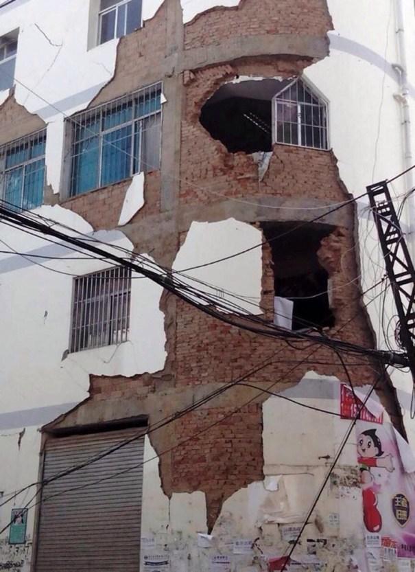 20140803 085338 32018887 Un terremoto de 6,5 deja al menos 150 muertos en China