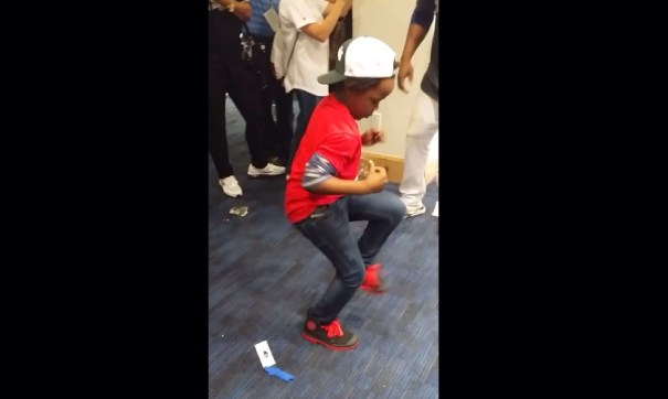image10 Como baila el hijo del pelotero   Video