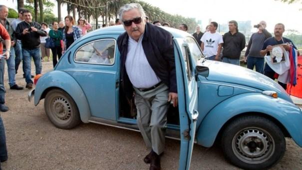 image25 En lo que llega el presidente de Uruguay a votar en las elecciones   Foto