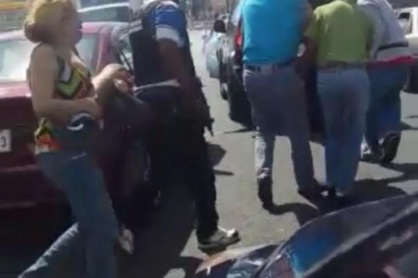 4caaf0f9204242f2e93d924b90841c81 620x412 Madre carga la pierna que se le desprendió a su hijo al ser atropellado por patrulla policial