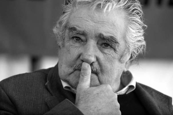 Mujica-en-caida-libre