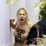 tipa Video  La tipa semi encuera que se robó al niño Jesús en el Vaticano