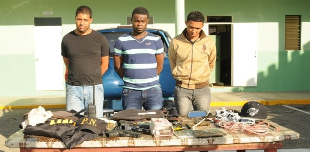 img 4480 Apresan a dos policías atracaron mensajero