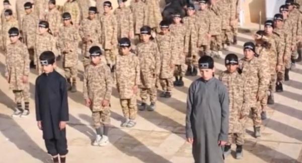 isis kids 1 676x450 Video muestra como ISIS entrena a los carajitos pa matar
