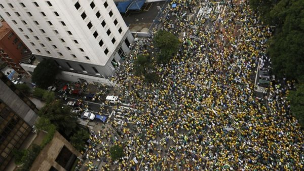 0012338124 Brasil: millones protestan contra gobierno Dilma Rousseff