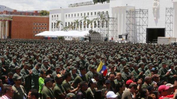 0012397651 Maduro moviliza lote de soldados pa intimidar a EEUU