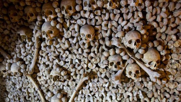 4 calaveras Fotos: Recorrido por las misteriosas catacumbas de París