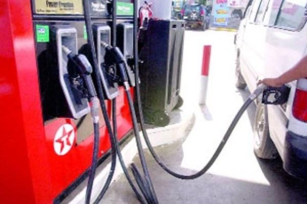 image324 Aumentan RD$4.00 y RD$3.00 a precios gasolinas