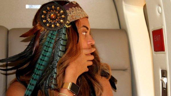 0012504833 Foto: Beyoncé lujiando el Apple Watch de oro