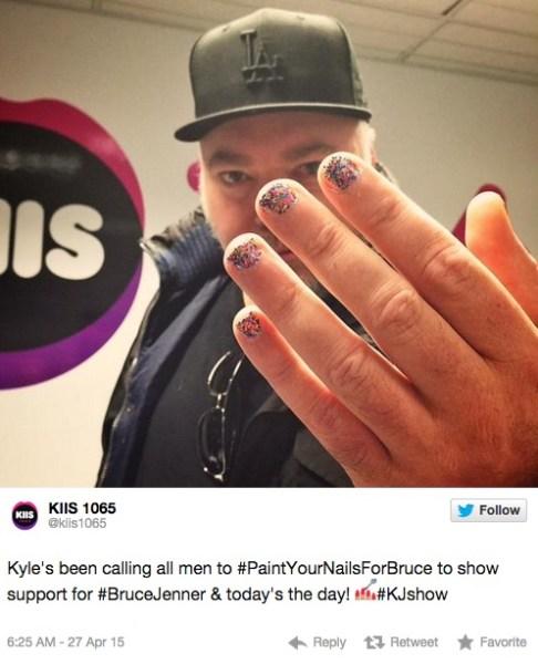 image550 Fotos   La gente se está pintando las uñas en solidaridad con Bruce Jenner
