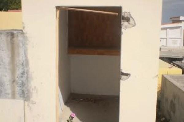 1f9cf2d2ce8d0ff947c9447d27e36e09 620x412 Foto: Ni los muertos se salvan de los ladrones [RD]
